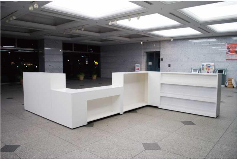 横浜情報文化センターのインフォメーションカウンター